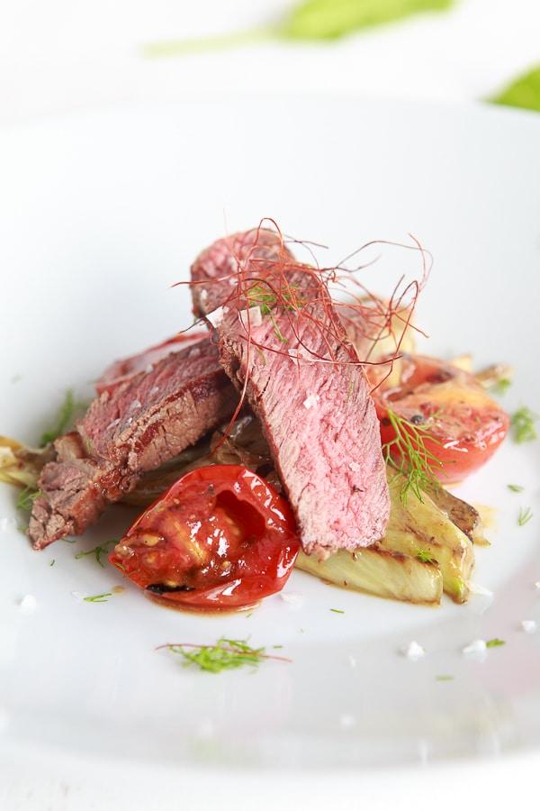 gegrillter-tomaten-fenchel-salat-mit-ribeye