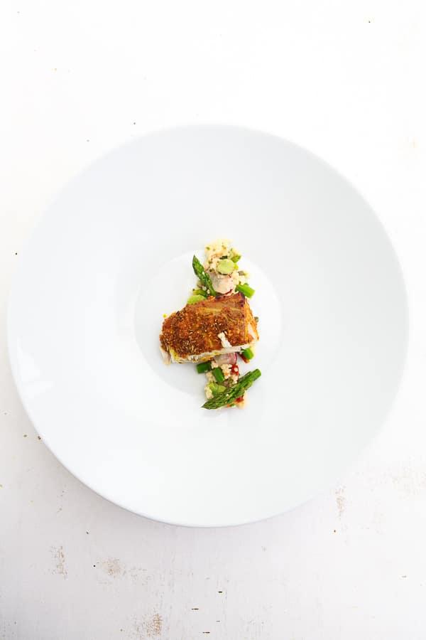 Geräucherter Zander von der Planke mit Frühlings-Couscous-Salat