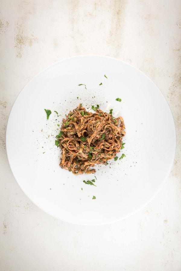 Fettuchine mit Cashew-Spinat-Rote-Bete-Pesto