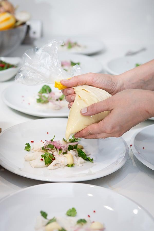 Ceviche vom Kabeljau mit Miso-Mayonnaise, Zitronencrème und Limetten-Grapefruit-Sorbet