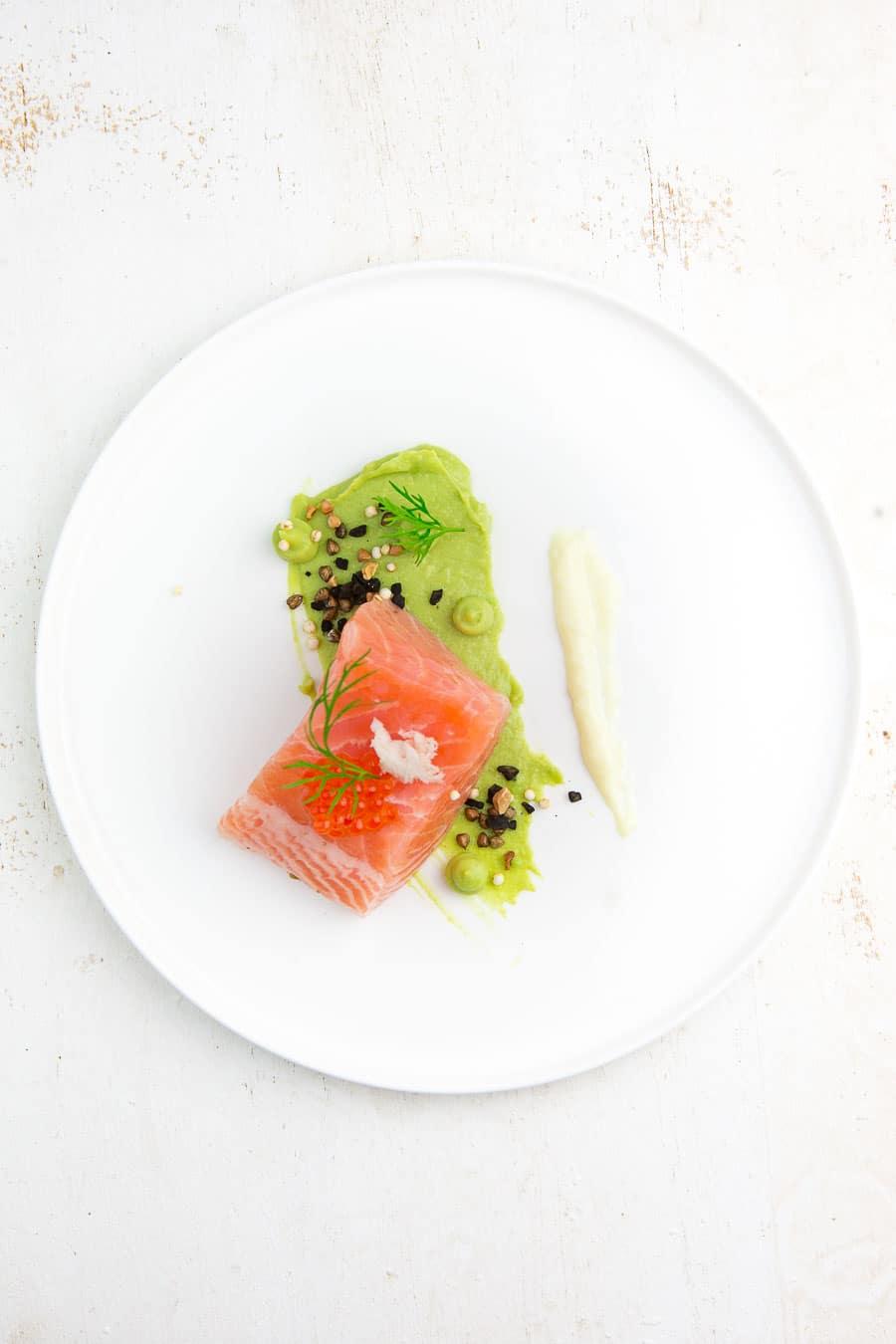 lachs-avocado-pueree-meerrettich-aioli-1