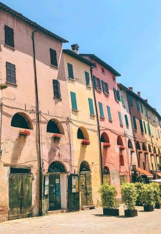 The pastel-coloured houses of Brisighella