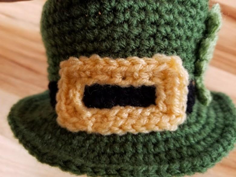 leprechaun hat buckle close up