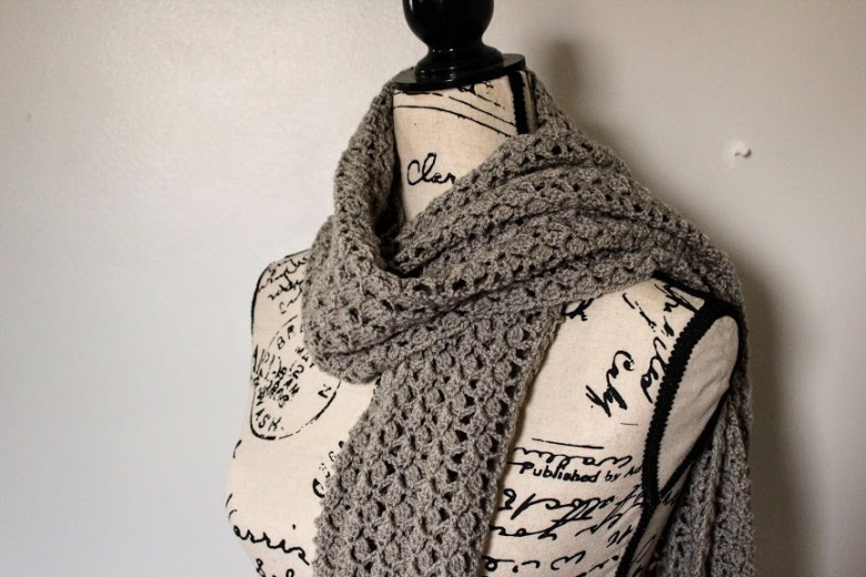 Dovetail Wrap on mannequin regular scarf style