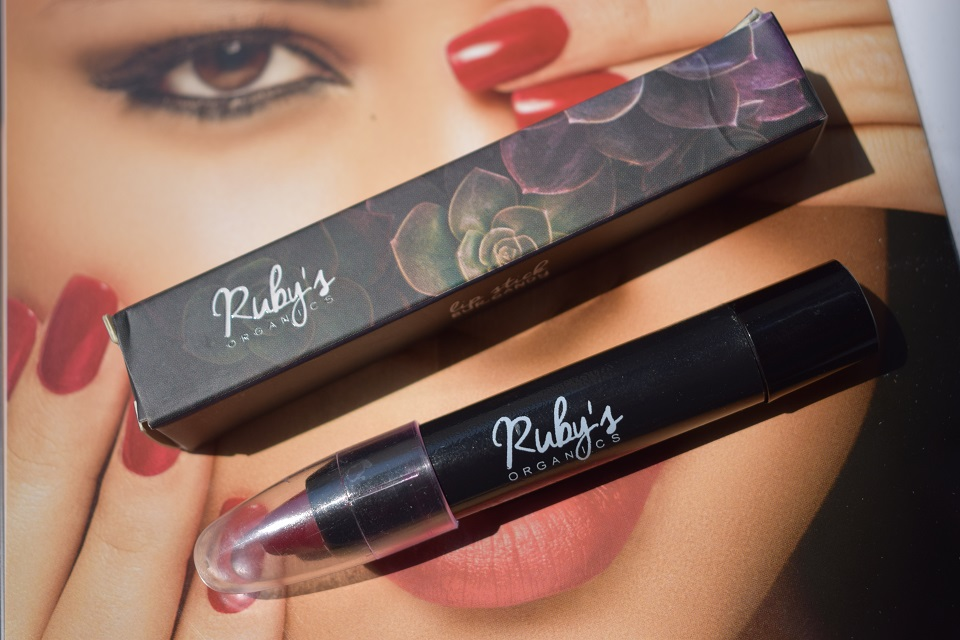 Ruby's Organics Lipstick Burgundy 016 : Swatches & Review