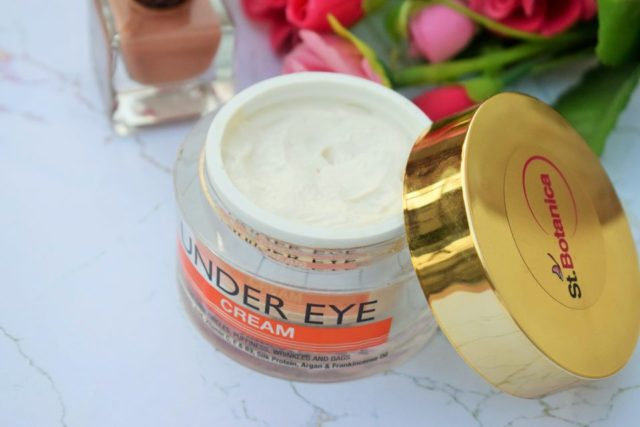 St. Botanica Pure Radiance Under Eye Cream Texture, Color & Consistency