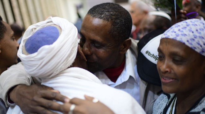 Ethiopians are reunited with their families at Ben Gurion Airport in Israel, Feb. 4, 2019. (Tomer Neuberg/Flash90)