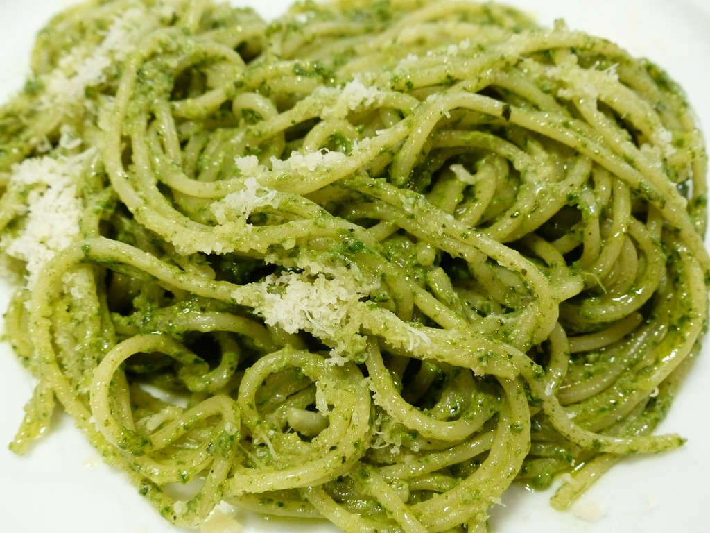 Halal Food in Italy: Spaghetti Pesto