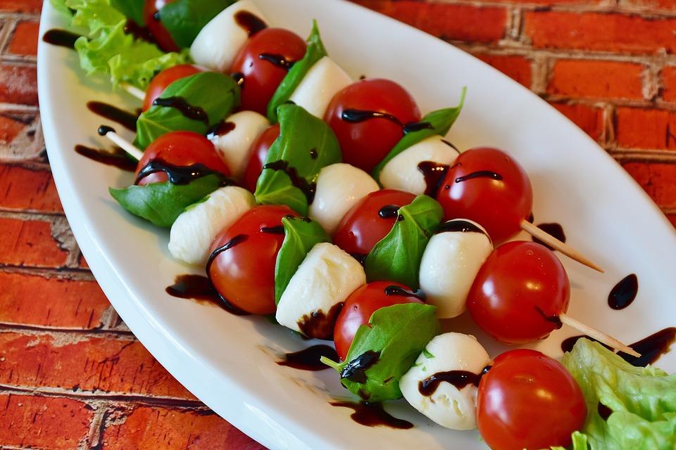 Hala Food in Italy: Mozzarella and Tomato