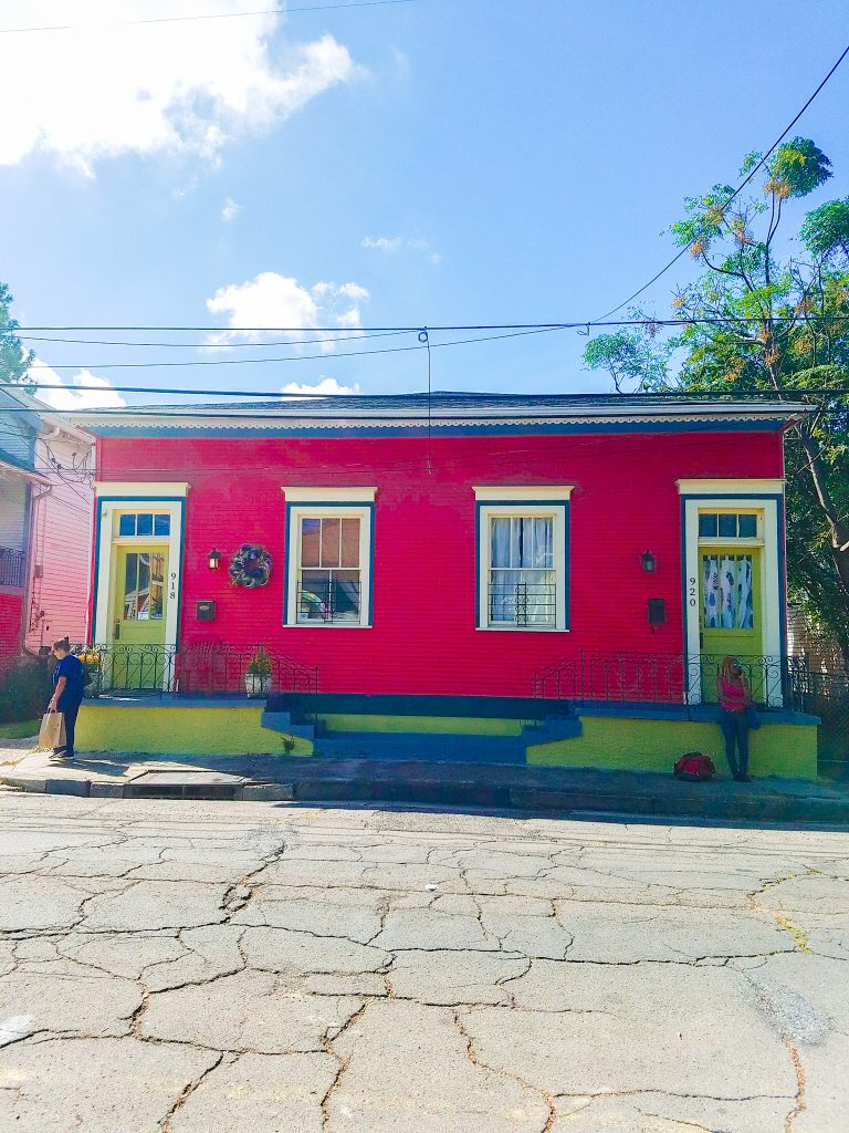 New Orleans Itinerary: colorful house