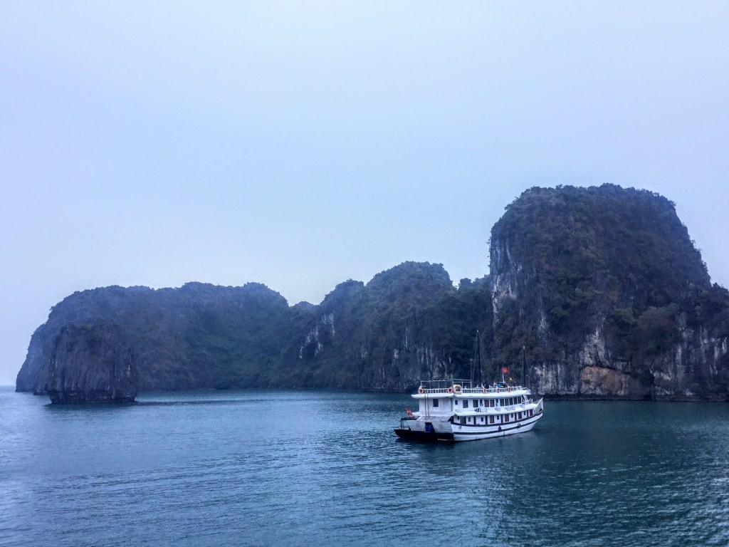 Sailing on the best bai tu long bay cruise there is!