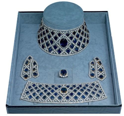 A SAPPHIRE AND DIAMOND PARURE BY JAHAN Preparem se, crianças, as mais lindas parures do mundo, em leilão da Christies!