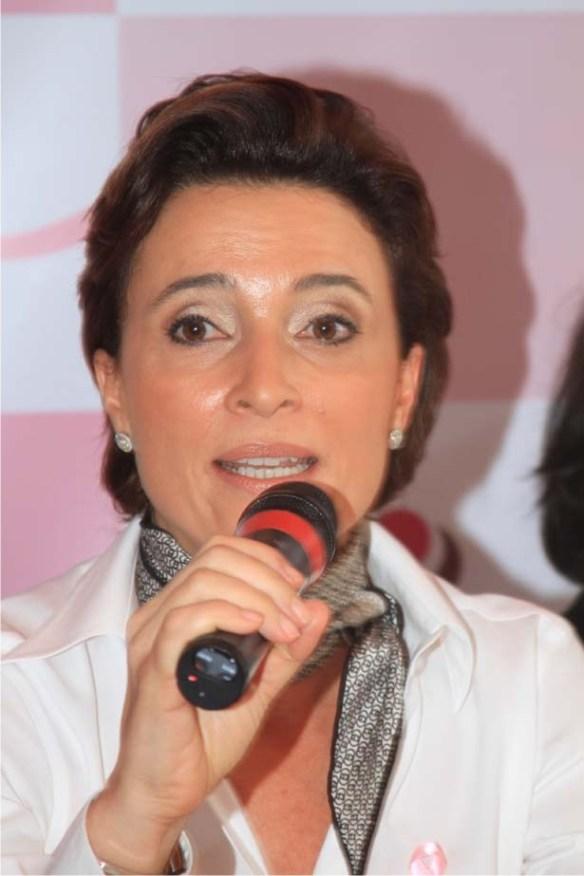 car 8 Carolina Herrera acende as luzes do Outubro Rosa no Rio
