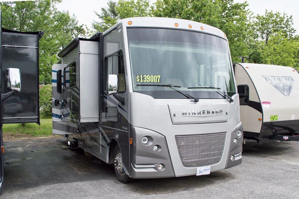 2017 Winnebago Vista 30T Image