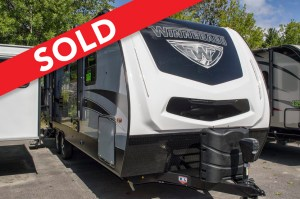 - SOLD! 2019 Micro Minnie 2100BH - Cherry-Bunks Image