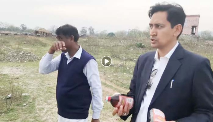 Deepak rawat Caught a Liquor person red handed