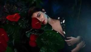 Anushka Sharma की हॉरर फिल्म 'Bulbbul' का फर्स्ट लुक हुआ रिलीज़