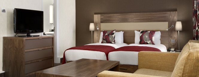 Hilton London Olympia Hotel Twin Guest Room