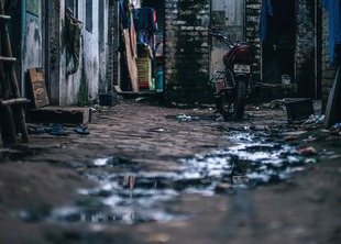 alley-3170032_1920