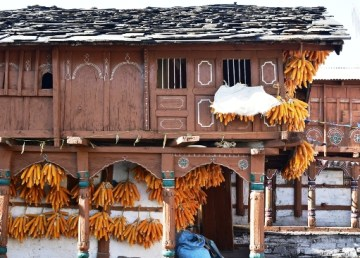 Situated in a valley near Mussoorie and popularly known to people as the Corn Village Sainji is a village in Tehri Garhwal district of Uttarakhand.
