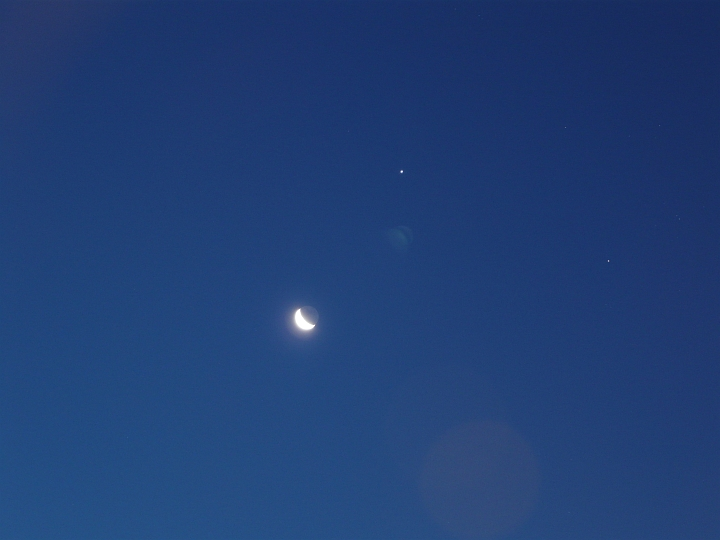 Mond, Jupiter und Aldebaran in der Morgendämmerung (12.08.2012, 05:31 MESZ)