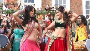 Suit Tera Lal Rang Da Lyrics   Yamla Pagla Deewana 2   Sonu Nigam, Sunidhi Chauhan
