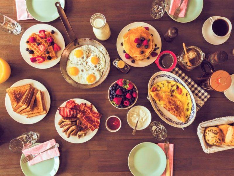दुनिया भर के लोग नाश्ते में क्या खाते हैं