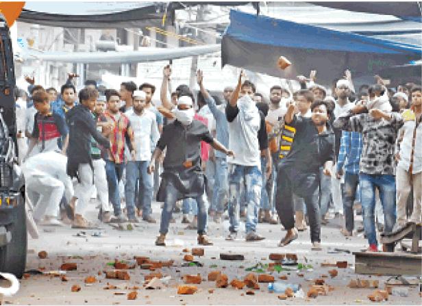 Aligarh Muslims riot Attack Police