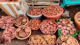 Hindu diya vendor