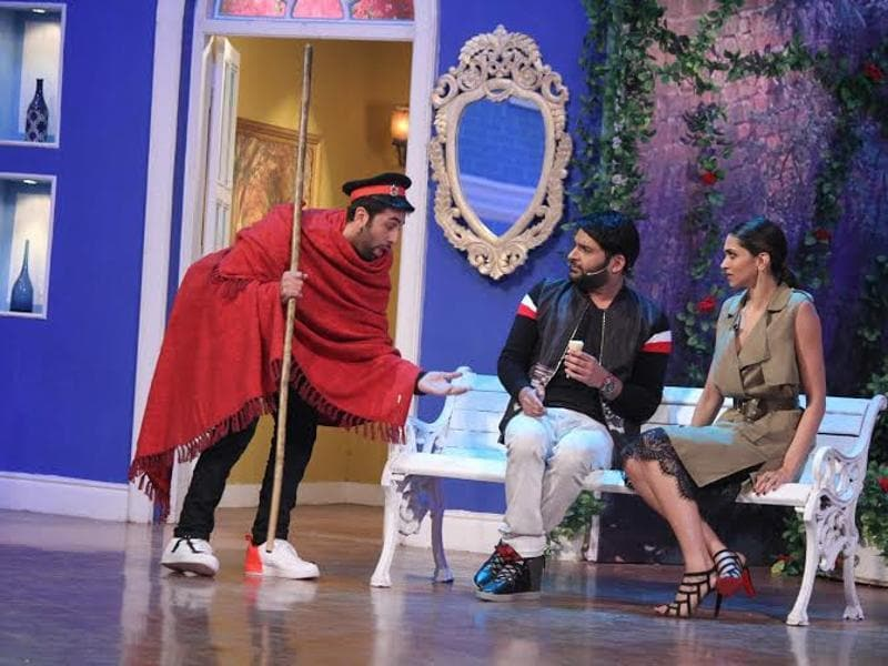 Ranbir Kapoor Exposes Deepika Padukone On Comedy Nights