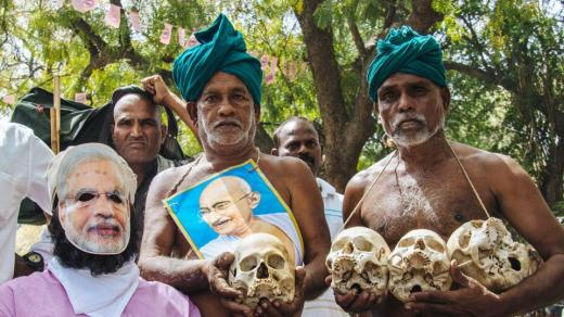 The farmers hold up skulls next to a man wearing a mask of PM Modi. (Vageesh Lall/Ht Photo)