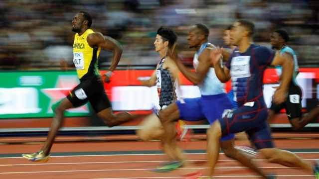 Resultado de imagem para Usain Bolt collapses injured in dramatic end to athletics career in London