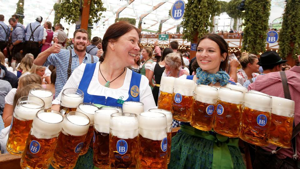 Photos  Oktoberfest 2017  World s biggest beer binge begins in     The drinking began as wet weather and enhanced security did not dampen the  spirits of beer enthusiasts at the 184th Oktoberfest which opened in Munich  on