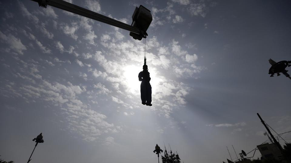 Afbeeldingsresultaat voor mass-hanging of 38 men at a prison in southern Iraq