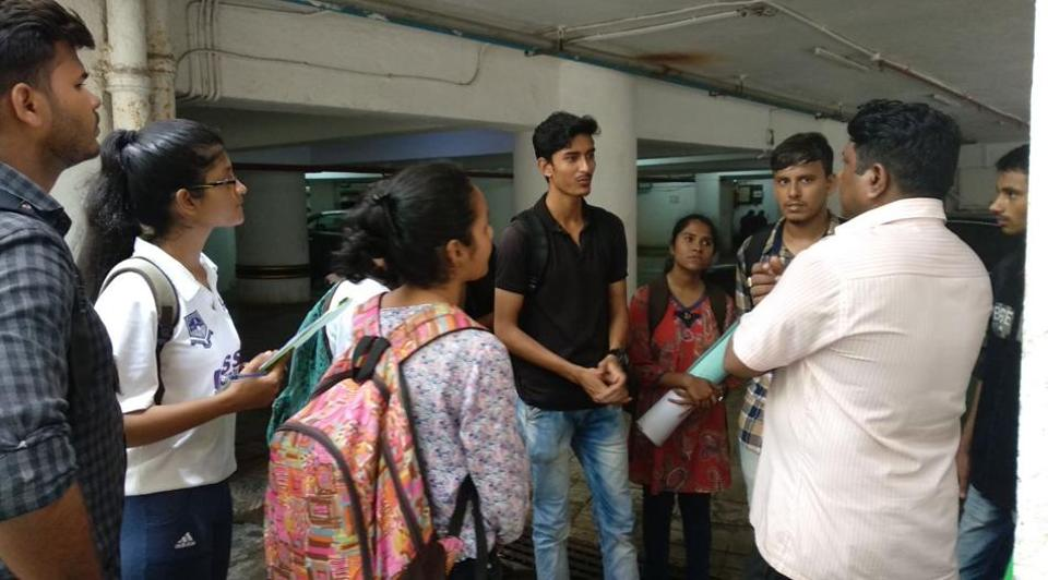RD College students attend an orientation lecture.