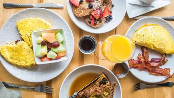 Eat a light dinner and heavy breakfast for a slim body