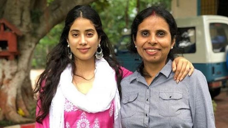 As The Kargil Girl Releases Janhvi Kapoor Shares Picture From Her First Meeting With Iaf Pilot Gunjan Saxena Indianflipboard