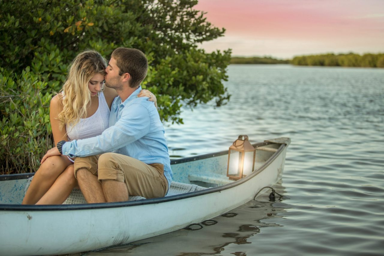 river engagement photos, canoe engagement photos, NSB photos, wedding photographer daytona beach, ormond beach wedding photographer, professional photographers in orlando, orlando beach photographer, engagement photographer