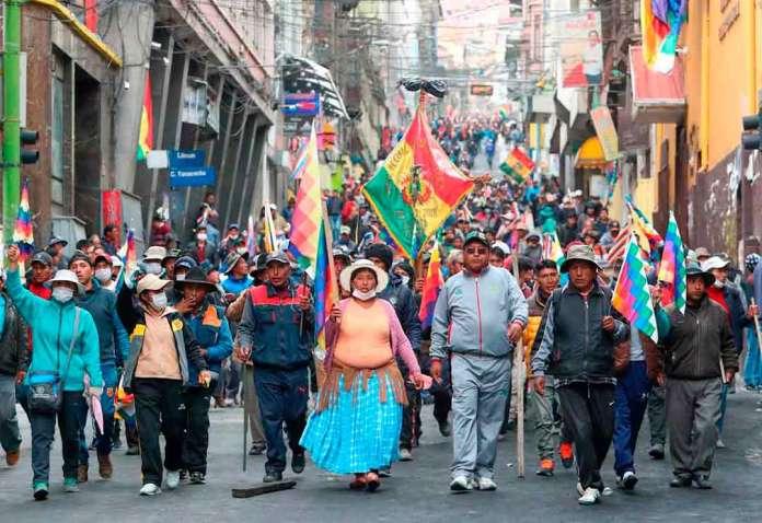 Bolivianos inician cruzada para recuperar la democracia