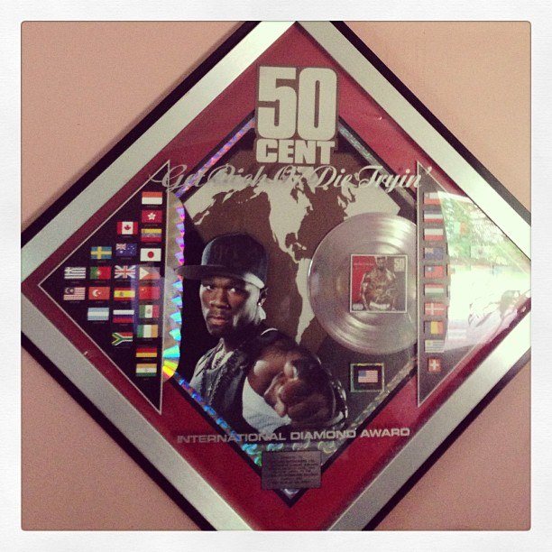 "50 Cent receives diamond plaque for ""Get Rich or Die Tryin'"""