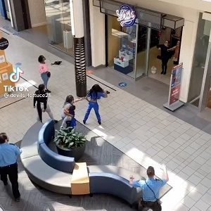 Women fight outside of Lids in the mall and one woman pulls gun out