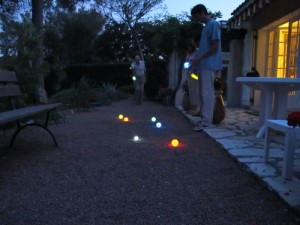 glow in the dark jeu the boules