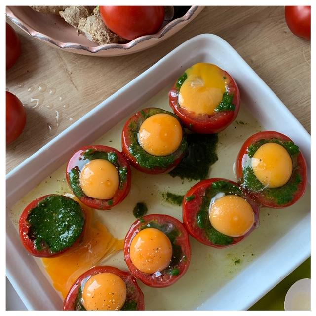 gevulde tomaat met ei en spinazie