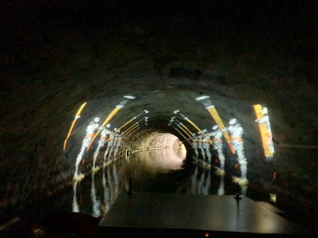 tunnel boattour soldaten geprojecteerd