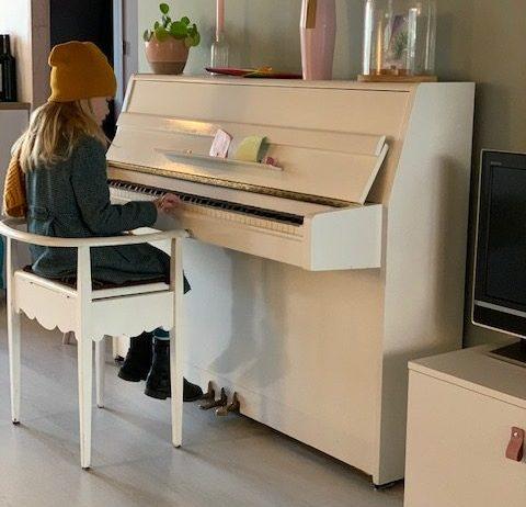 lenthe piano jas aan