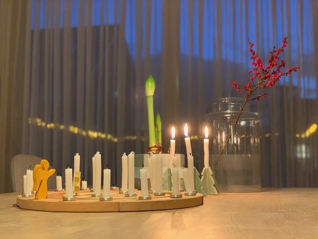 kerstsfeer op de eettafel