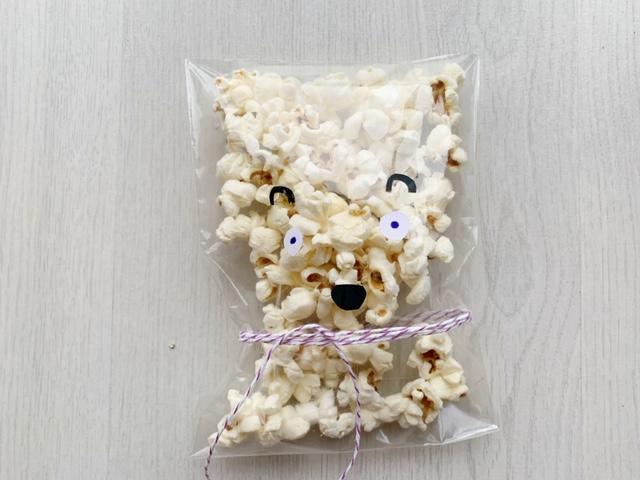 ijsbeer popcorn traktatie