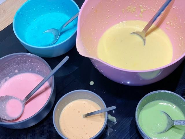 pannenkoekbeslag in verschillende kleuren