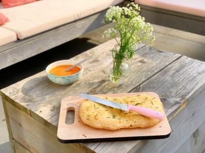 Focaccia met rozemarijn en knoflook recept