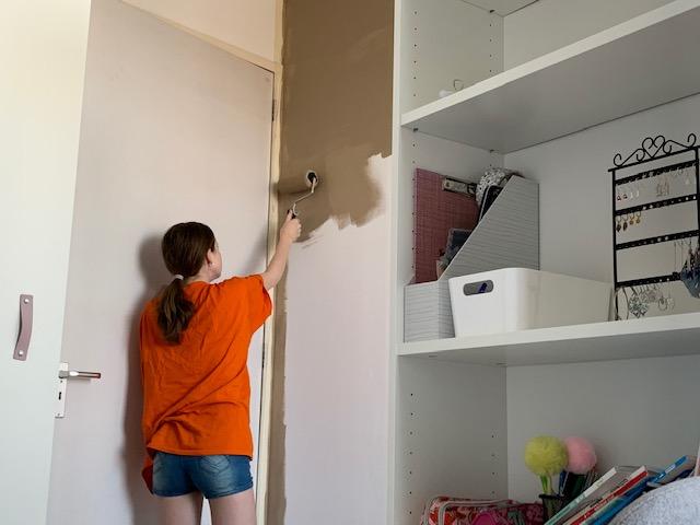 sterre verft haar kamer bruin